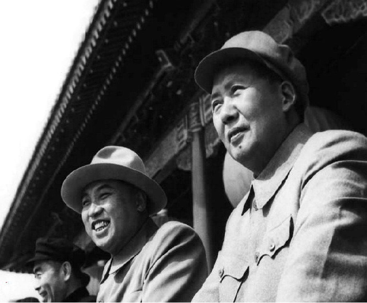 Kim II-Sung (center) and Mao Tse Tung in Beijing, 1954
